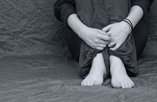 https://pixabay.com/en/desperate-sad-depressed-feet-hands-2293377/