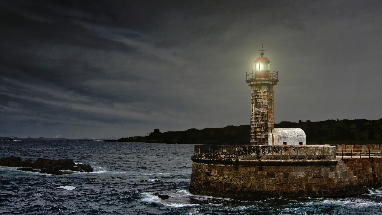 https://pixabay.com/en/lighthouse-coast-portugal-ocean-2028507/