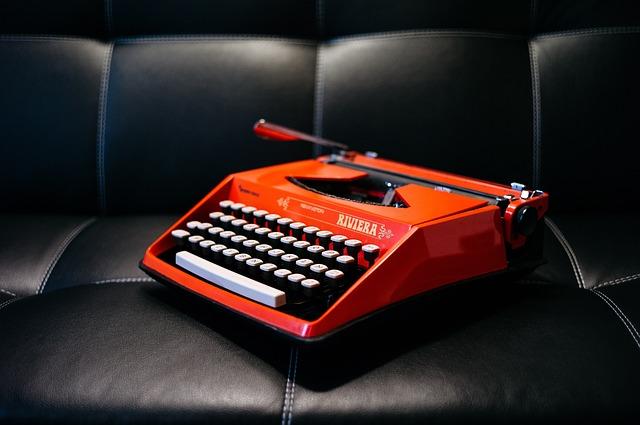 https://pixabay.com/photos/typewriter-keys-write-vintage-old-1209082/